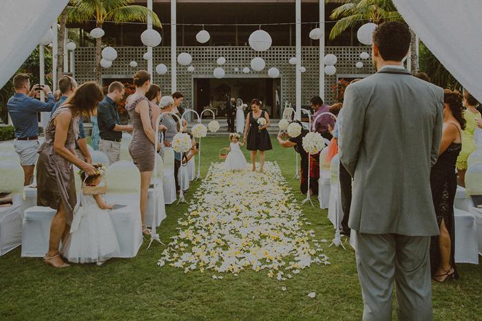 Pandeheryana_baliweddingphotography-baliwedding-photographersinbali-weddingatJeevaSaba-lombokweddingphoto-lembonganweddingphoto-nusapenida-bestweddingphotographers_41