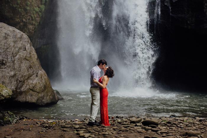 baliweddingphotographers-pandeheryana-bestbaliphotographers-weddinginbali-preweddinginbali-engagementphotography-vscofilmpreset-lombokweddingphotography_87