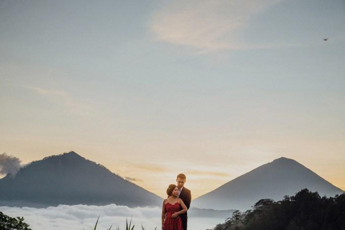 baliweddingphotography-balibasedweddingphotographers-apelphotography-pandeheryana-baturmountprewedding-bestweddingphotographers-15