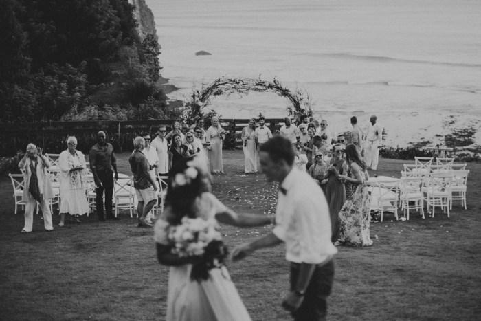 baliphotography-baliweddingphotographers-uluwatusurfvillawedding-lembonganwedding-lombokweddingphotography-pandeheryana_60