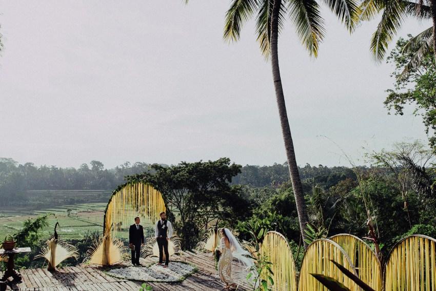 baliweddingphotographers-bambuindahresortubud-weddinginbali-weddingphotography-pandeheryana-bestweddingphotography-lombokweddingphoto-lembonganwedding-topweddingphotographersinbali-67