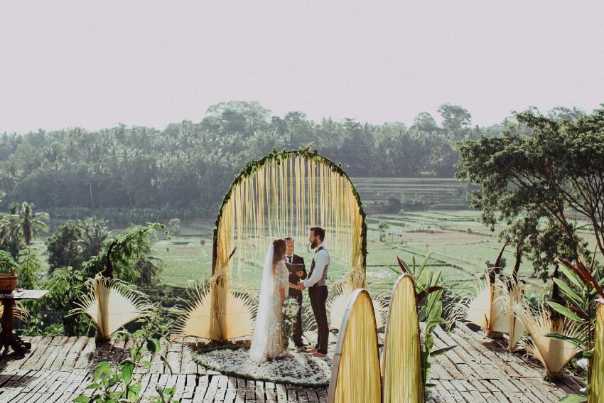baliweddingphotographers-bambuindahresortubud-weddinginbali-weddingphotography-pandeheryana-bestweddingphotography-lombokweddingphoto-lembonganwedding-topweddingphotographersinbali-70