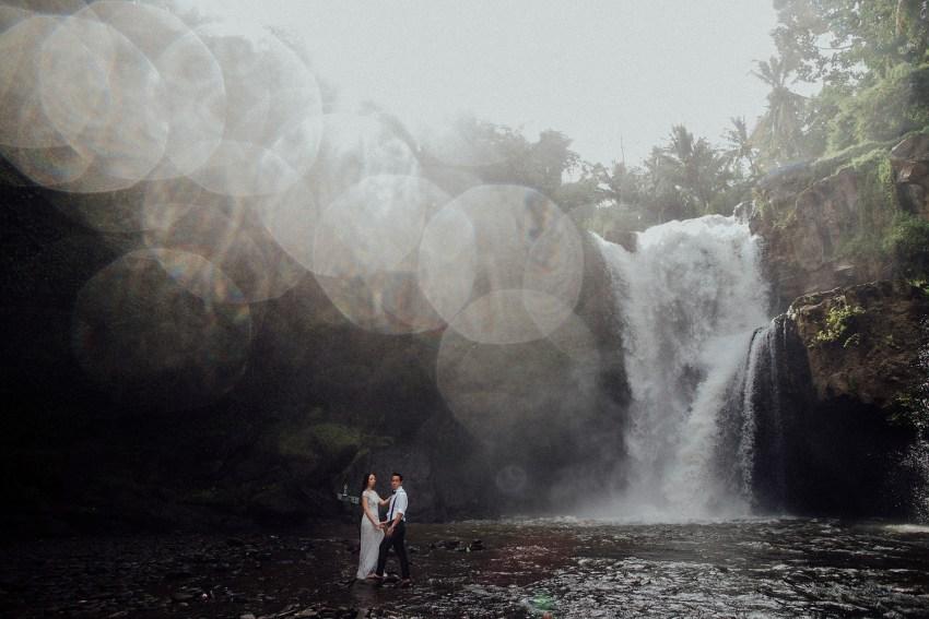 baliweddingphotographers-lembonganislandwedding-lombokweddingphotographers-pandeheryana-engagement-postweddinginbali-baliphotographers-16