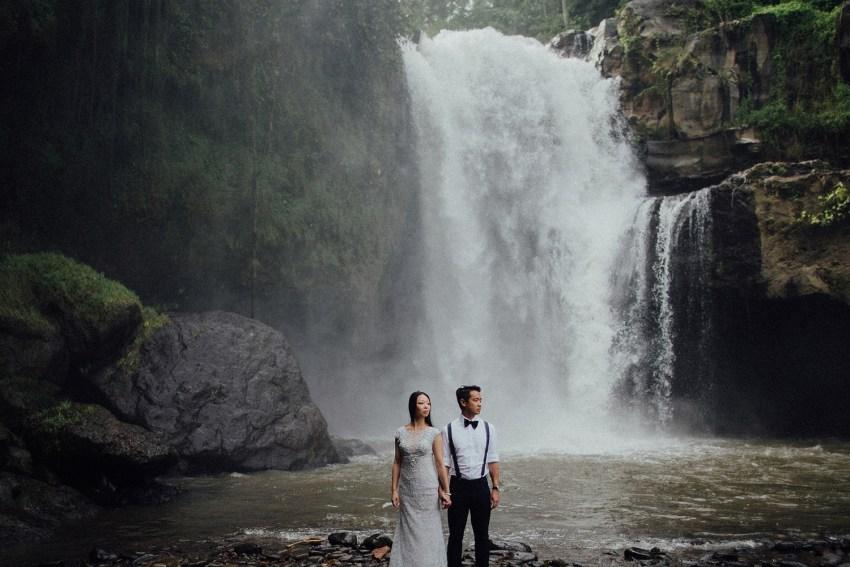 baliweddingphotographers-lembonganislandwedding-lombokweddingphotographers-pandeheryana-engagement-postweddinginbali-baliphotographers-18