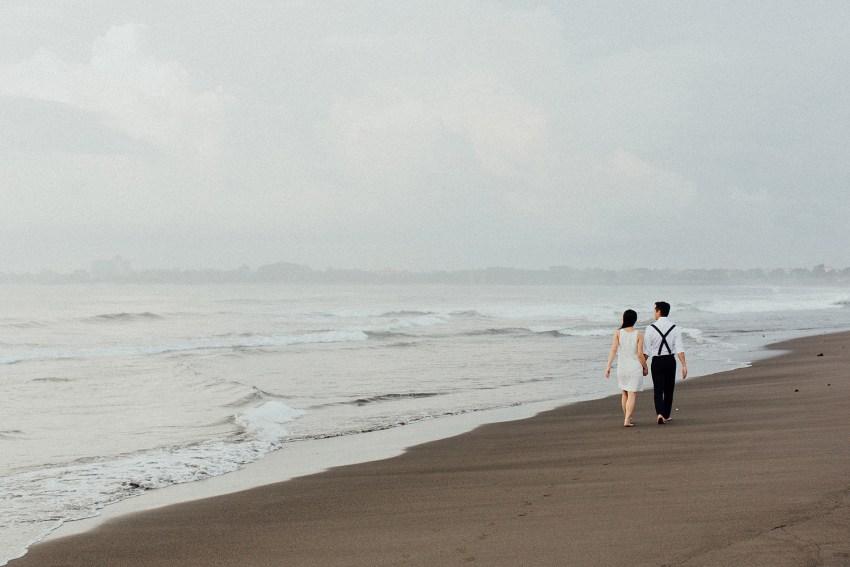 baliweddingphotographers-lembonganislandwedding-lombokweddingphotographers-pandeheryana-engagement-postweddinginbali-baliphotographers-7