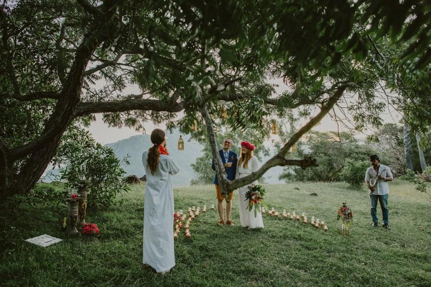 baliweddingphotographers-weddinginkarangasembukitasah-engagementphotography-elopmentweddinginbali-pandeheryana-lombokweddingphotographers-lembonganwedding-apelphotography-54