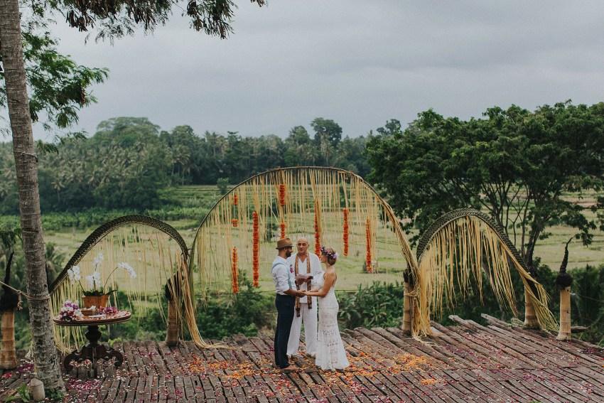 pande-bambuindahresortubudwedding-baliweddingphotographers-apelphotography-37