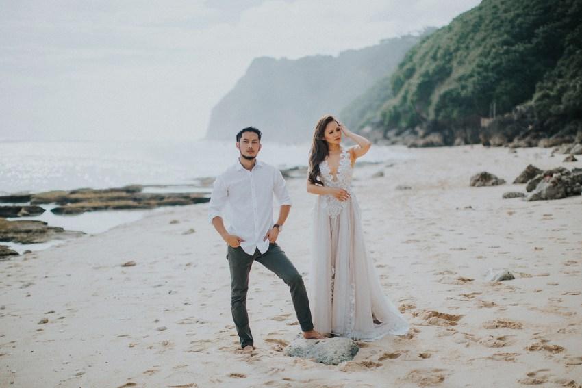 balipreweddingphotographers-pandeheryana-engagementphotography-baliweddingphotographers-melastibeachuluwatu-10