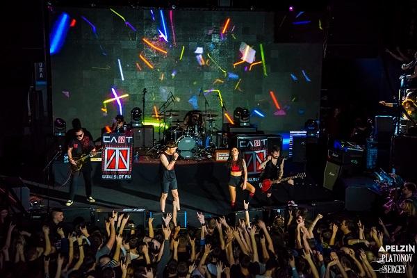 Группа СЛОТ выступила с юбилейным концертом в Aurora ...