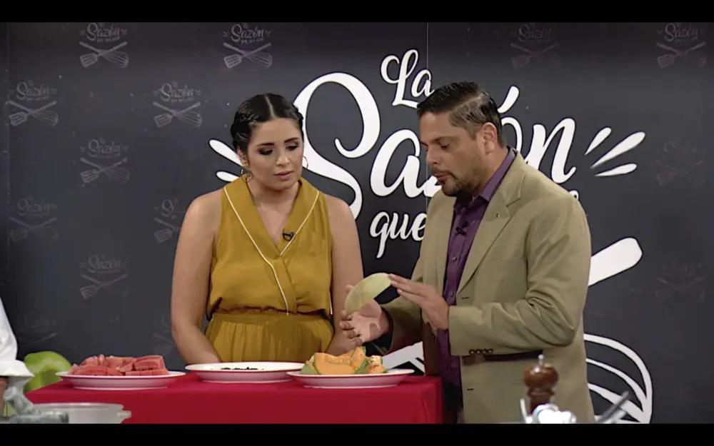https://i1.wp.com/www.apetitoenlinea.com/wp-content/uploads/2020/03/7.-El-juez-Luis-Umaña-presenta-los-ingredientes-de-la-zona-Melón-Sandía-y-Café-1-e1585175375482.png?resize=1000%2C625&ssl=1