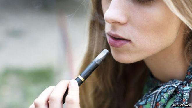 """alt=""""teen girl using e-cigarette"""""""