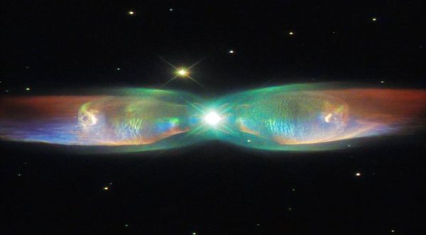 """""""Hubble Space Paparazzo Has Captured Image of Unusual 'Cosmic Butterfly"""""""