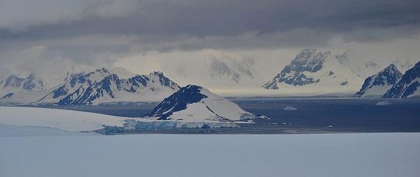 A landscape of East Antarctica