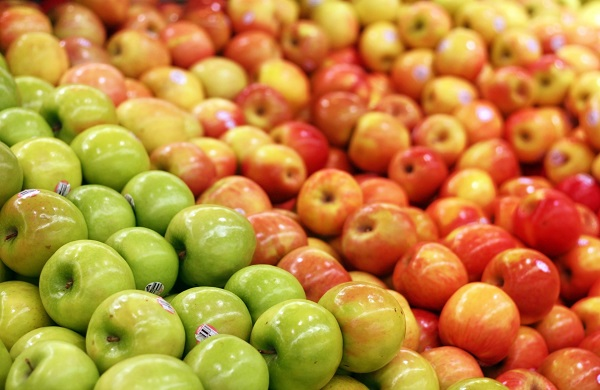 Apples in a grocery store