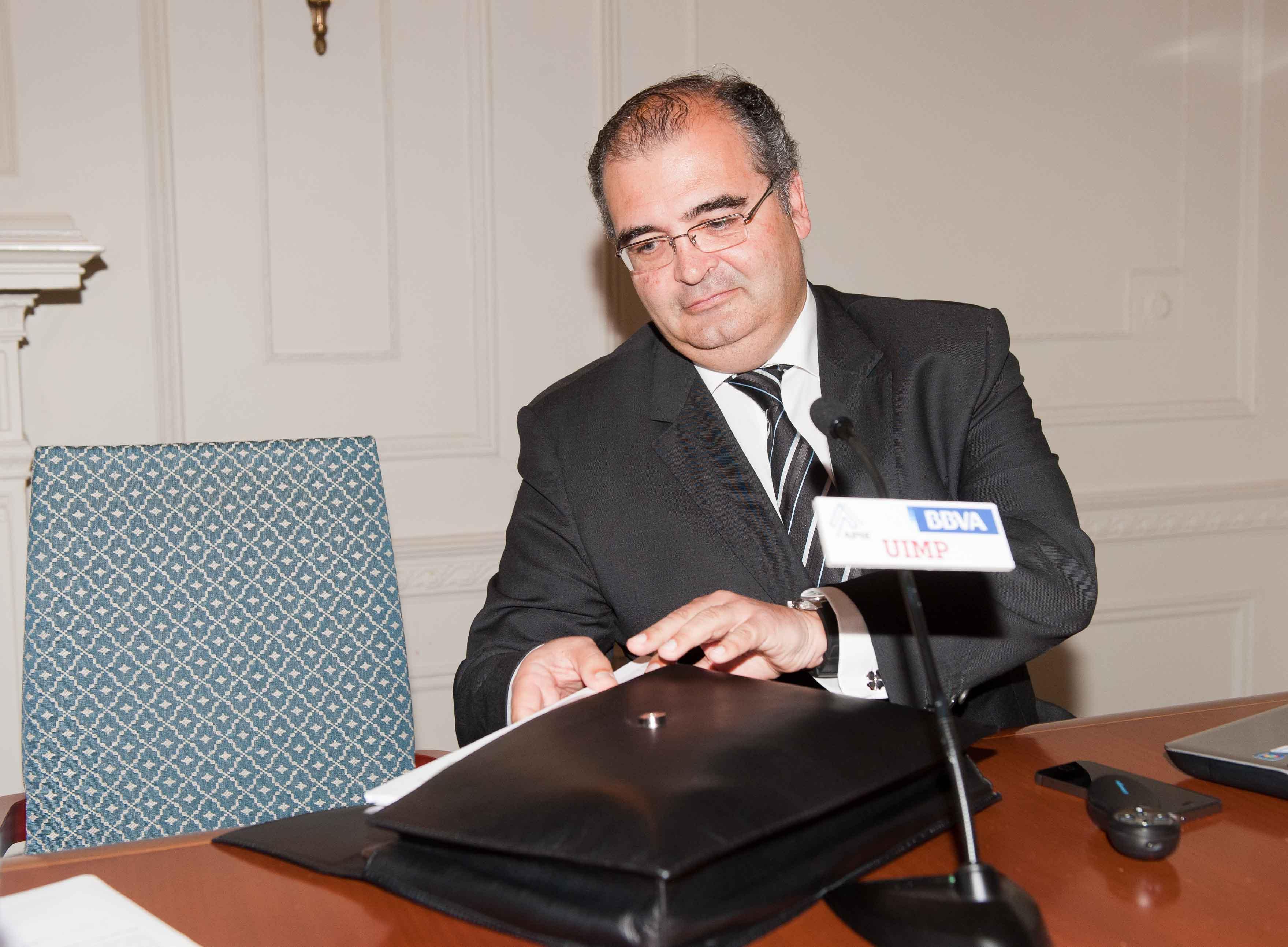 Ángel Ron Güimil, presidente del Banco Popular, durante su intervención en el Curso de Verano 2014 de la APIE.