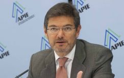 Un momento del almuerzo de prensa con Rafael Catalá, Secretario de Estado de Infraestructuras, con el que se cerró la primera jornada del curso de economía organizado por APIE.