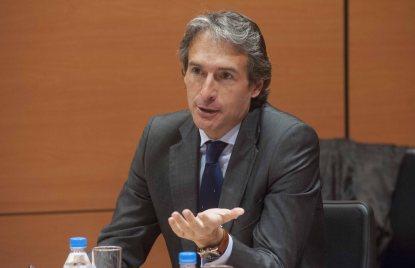 Iñigo de la Serna, alcalde de Santander y presidente de la FEMP, durante su intervención en la tercera jornada del curso organizado por la APIE y el Banco Popular.