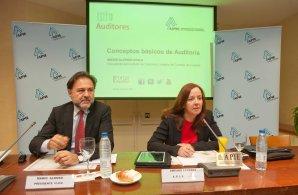 Mario Alonso Ayala, presidente del Instituto de Censores Jurados de España, y Amparo Estrada, de la Junta Directiva de APIE, en un momento de la rueda de prensa sobre la nueva Ley de Auditoría de Cuentas.