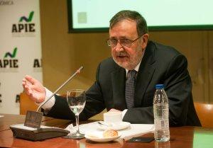 Javier Pascual, presidente de Arce Media, durante el acto de presentación del informe i2p sobre inversión publicitaria en medios en 2014.