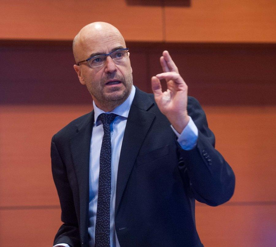 Javier Díaz-Giménez, Profesor de Economía del IESE, durante su ponencia en la segunda jornada del Curso de Periodismo de APIE.