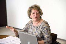 Pilar González de Frutos, presidenta de UNESPA, durante su intervención en la Tercera Jornada del Curso de Economía de la APIE.
