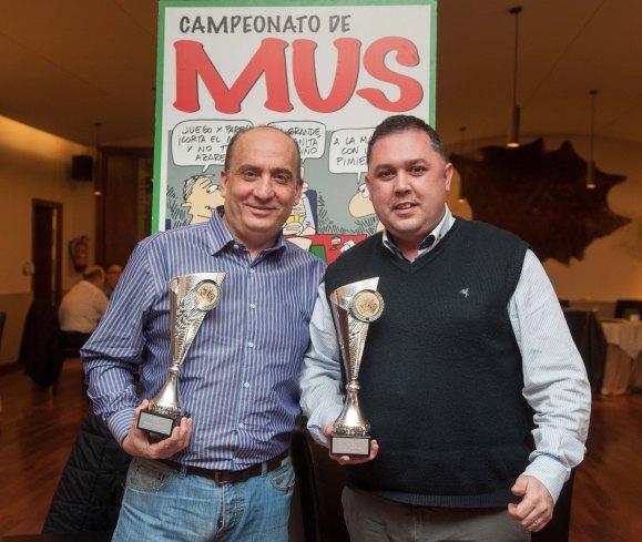 Jose Antonio Sánchez y Agustín Jiménez, ganadores de la XXI Edición del Torneo de Mus de la APIE.