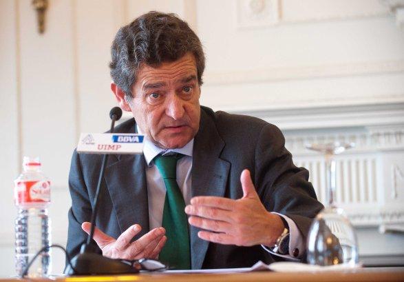 Mario Armero, vicepresidente de ANFAC, durante su intervención en el Curso de Verano organizado por la APIE en la UIMP.