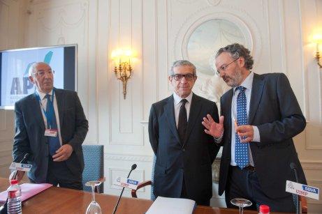 Braulio Medel, presidente de Unicaja Banco, antes de comenzar su intervención en el Curso de Verano organizado por la APIE en la UIMP.