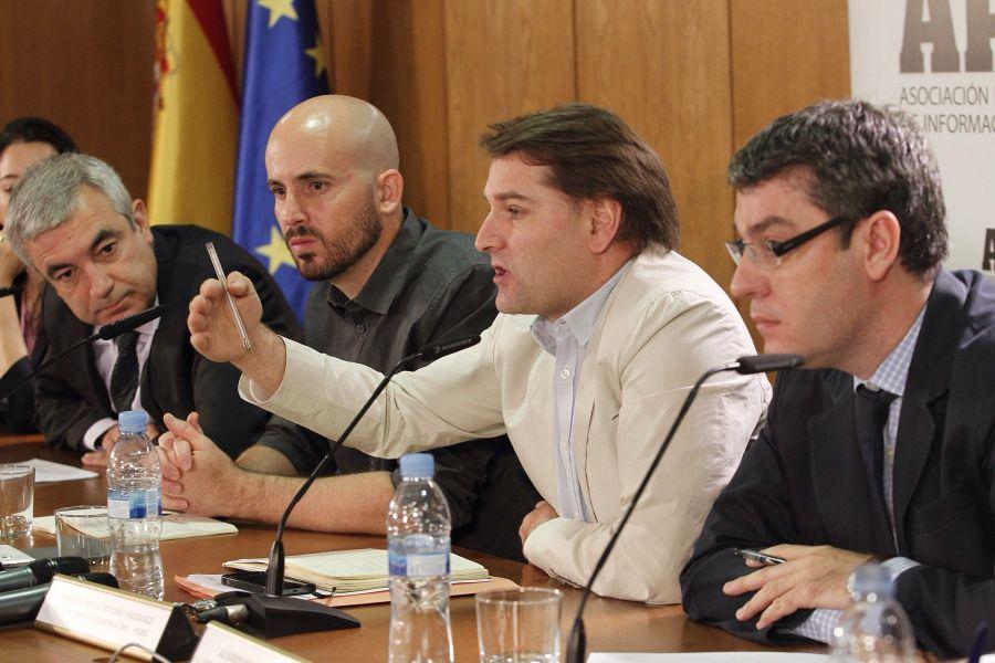 Los cuatro participantes en el debate sobre política económica organizado por la Asociación de Periodistas de Información Económica (APIE): de izquierda a derecha, Luis Garicano (Ciudadanos), Nacho Álvarez (Podemos),  Manuel de la Rocha Vázquez (PSOE) y Álvaro Nadal (PP).