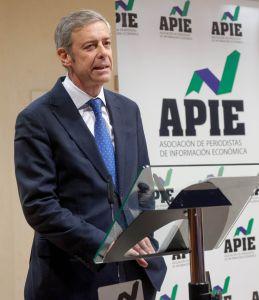 Iñigo de Barrón Arniches, presidente de APIE, durante su intervención al comienzo de la entrega de los premios Tintero y Secante 2015.