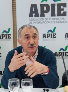 Pepe Álvarez, Secretario General de UGT, durante el almuerzo de prensa con que concluyó la Segunda Jornada del Curso de Economía para periodistas organizado por APIE con la colaboración del Banco Popular.