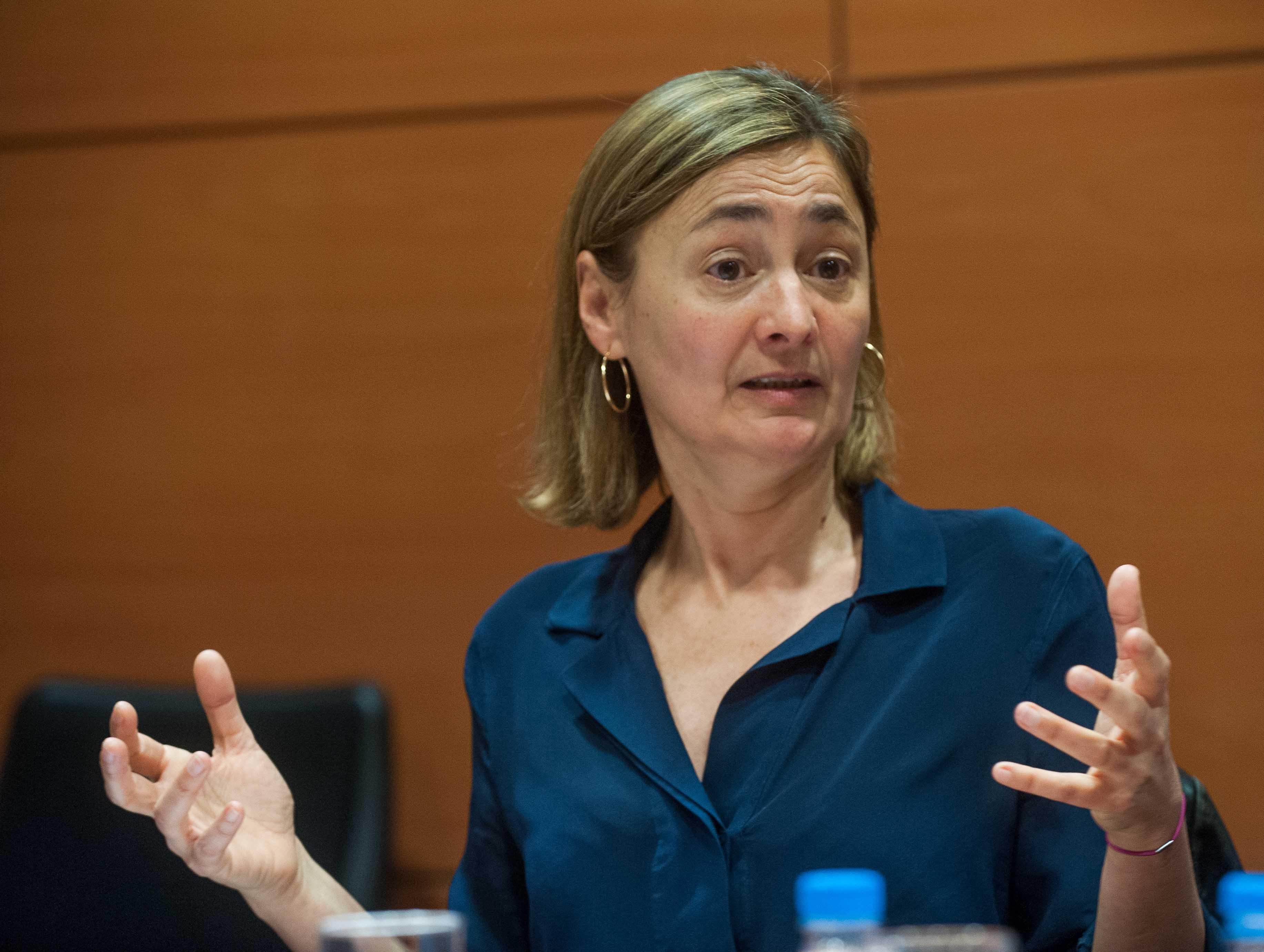 María Luz Rodríguez (PSOE), en el debate sobre la reforma laboral durante la Segunda Jornada del Curso de Economía para Periodistas Organizado por APIE con la colaboración del Banco Popular.
