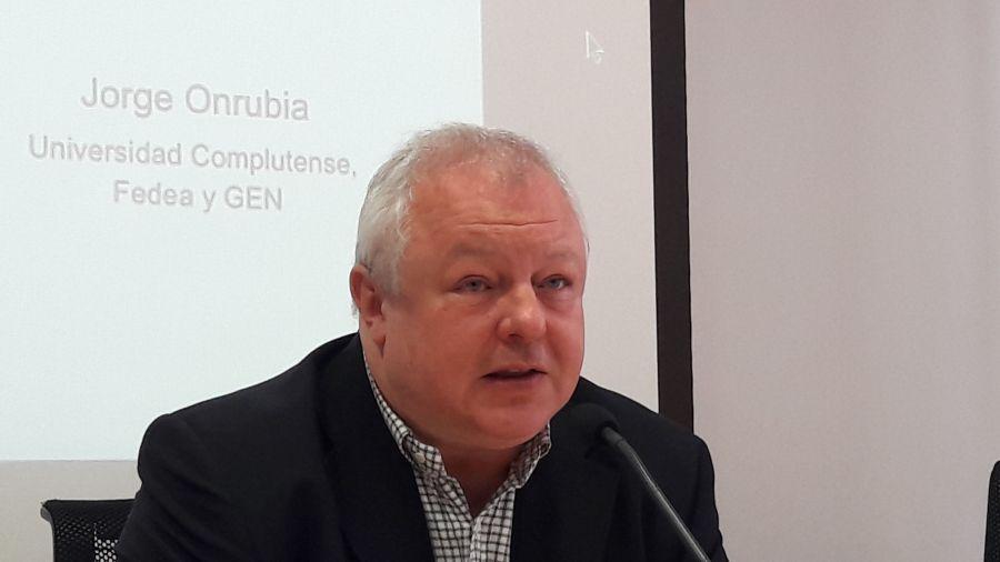 Ángel de la Fuente, durante la presentación del informe sobre reparto de impuestos en los hogares españoles elaborado por FEDEA y presentado con la colaboración de APIE.