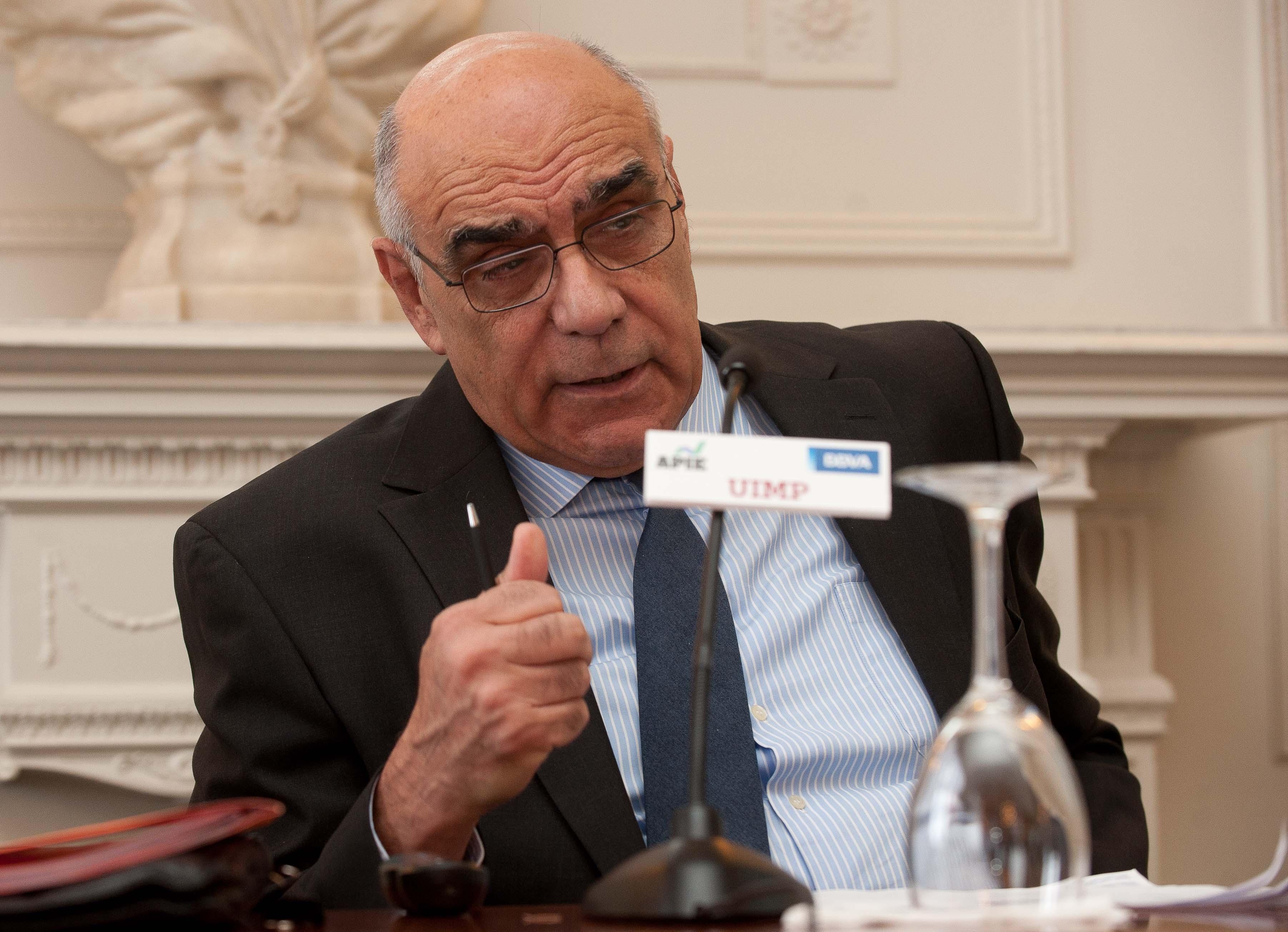 Salvador Alemany, presidente de Abertis, durante su intervención en el curso de verano organizado por la APIE en la Universidad Menéndez Pelayo de Santander.
