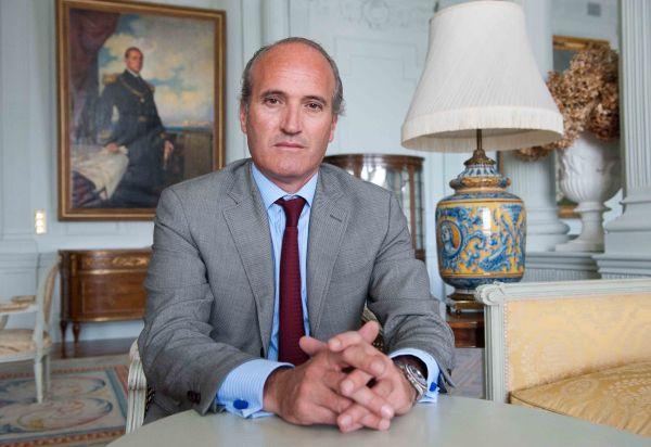 Julian Núñez, presidente de Seopan, a su llegada al curso de verano organizado por la APIE en la Universidad Menéndez Pelayo de Santander.