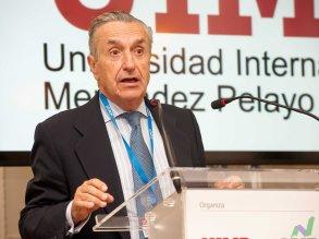 Jose María Marín Quemada, presidente de la CNMC, durante su intervención en el curso de verano organizado por APIE en la Universidad Menéndez Pelayo de Santander.