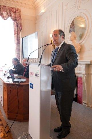 Ángel Ron, presidente del Banco Popular, durante su intervención en los cursos de verano organizados por la APIE en la Universidad Menéndez Pelayo de Santander.
