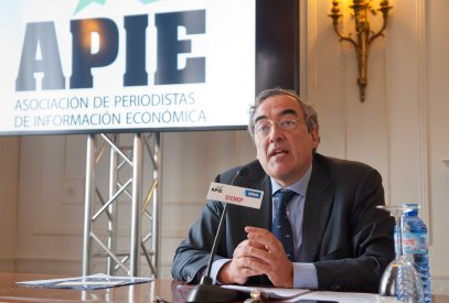 Juan Rosell, presidente de la CEOE, durante su intervención en el curso de verano organizado por APIE en la Universidad Menéndez Pelayo de Santander.