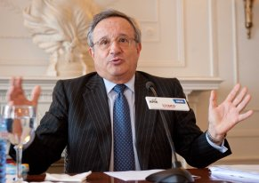Rafael Villaseca, consejero delegado de Gas Natural Fenosa, durante su intervención en el curso de verano organizado por APIE en la Universidad Menéndez Pelayo de Santander.