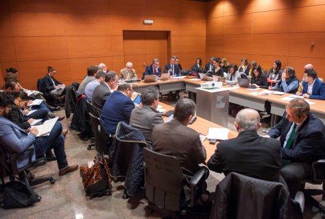 Vista general de todos los medios asistentes al debate sobre consumidores bancarios celebrado en la tercera jornada del Curso de Economía para Periodistas organizado por APIE.