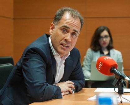 Jesus Villacorta, director de estrategia de Orange, durante el debate sobre telecomunicaciones celebrado en la IV Jornada del Curso de Economía de APIE.