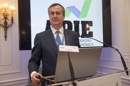 César González-Bueno, Consejero Delegado de ING Direct, durante su intervención en el curso de economía organizado por APIE en la Universidad Internacional Menéndez Pelayo de Santander.