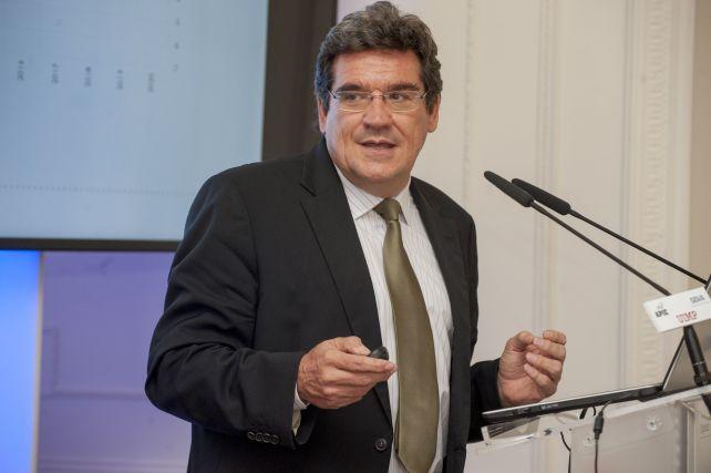 Jose Luis Escrivá, Presidente de la Autoridad Independiente de Responsabilidad Fiscal (AIREF), durante su intervención en el curso de economía organizado por APIE en la Universidad Internacional Menéndez Pelayo de Santander.