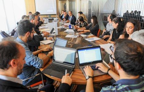 Un momento del debate sobre energía que se celebró en la V sesión del curso de economía organizado por APIE.