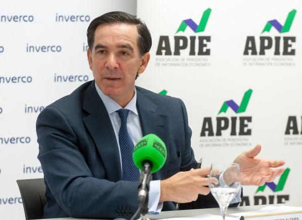 Angel Martínez-Aldama, presidente de INVERCO, durante la presentación del estudio sobre información de planes de pensiones organizada en colaboración con la APIE.