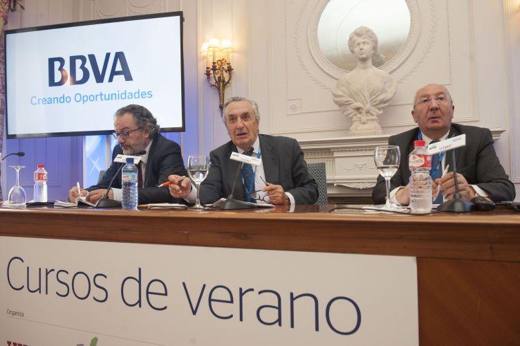 José María Marín Quemada, Presidente de la Comisión Nacional de los Mercados y la Competencia, (CNMC), durante su intervención en el curso de economía organizado por APIE en la Universidad Internacional Menéndez Pelayo de Santander.