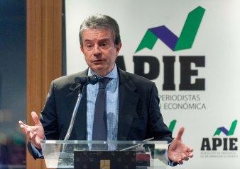Antonio Catalán, presidente de AC Hoteles, durante su discurso de agradecimiento por el accesit al premio Tintero recibido en la entrega de los premios Tintero y Secante 2017, otorgados por la APIE.