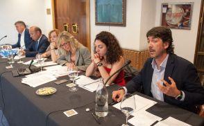 Un momento del debate sobre las pensiones con el que comenzó el XXXI Curso de Economía organizado por la APIE.