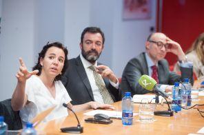 Ana Herrero Alcalde, del Departamento de Economía Aplicada y Gestión Pública de la Facultad de Derecho de la UNED, durante la mesa redonda sobre financiación autonómica celebrada en la segunda jornada del XXXI Curso de Economía organizado por la APIE.