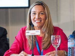 Susana Solís, Portavoz de Presupuestos por Ciudadanos en la Comunidad de Madrid, durante su intervención en el debate político organizado en el Curso de Economía de APIE en la UIMP de Santander.
